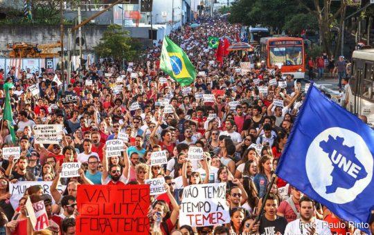 Em São Paulo, manifestantes protestam contra governo Temer
